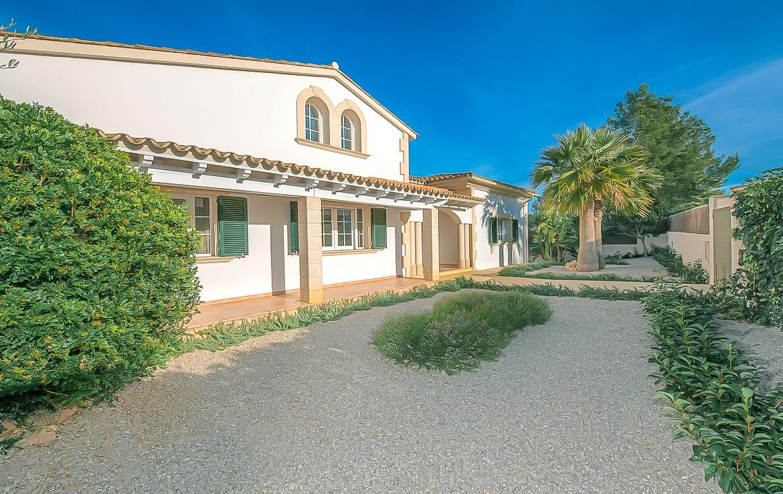 Villa con piscina y terraza